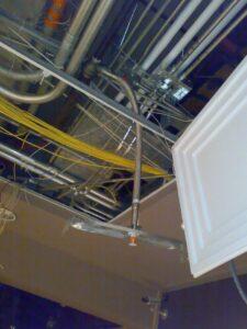 Instalación de rociadores automáticos en hospital en construcción